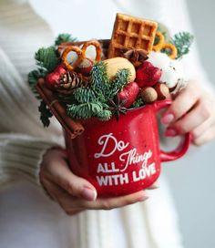 Christmas Gift Box, Christmas Mood, Christmas Gift Baskets, Xmas Gifts, Christmas Presents, Handmade Christmas, Christmas Crafts, Christmas Decorations, Food Bouquet