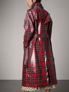 A high-gloss laminated wool trench coat in Modern Stewart Royal tartan. The relaxed cut has a pronounced storm shield and inverted box pleat at the back for volume. Mix your patterns to make the plaid pop. Mode Tartan, Tartan Plaid, High Class Fashion, Fashion Beauty, Luxury Fashion, Women's Fashion, Scottish Women, Tartan Fashion, Cool Outfits