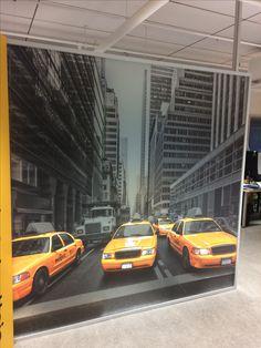 Huurreteipille tulostettu mustavalkoinen kuva, autot kuitenkin 4-värisarjasta ja taustalle tulostettu valkoinen väri jotta nousevat kuvasta erityisen voimakkaasti esiin