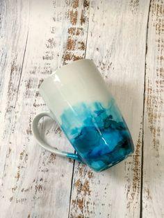 Aquarel Latte mok: Alcohol inkt - aangepaste mok - porselein - Epoxy coating - Solava Stitch and Craft - # Alcohol Ink Crafts, Alcohol Ink Art, Epoxy Resin Wood, Resin Art, Customised Mugs, Epoxy Coating, Custom Cups, Latte Mugs, Watercolor Design