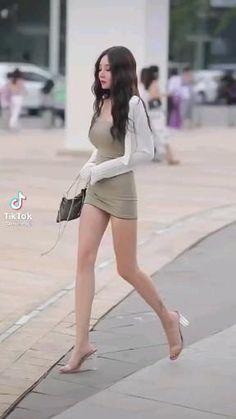 Pretty Korean Girls, Cute Asian Girls, Beautiful Asian Girls, Cute Skirt Outfits, Cute Skirts, Girl Dance Video, Women With Beautiful Legs, Asian Model Girl, Elegant Girl