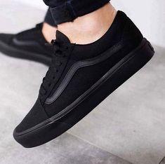 Vans Old Skool . Faça sua encomenda garanta o seu . Vans Old Skool, Sneakers Fashion, Fashion Shoes, Girl Fashion, Fashion Black, Fashion Outfits, Aesthetic Shoes, Hype Shoes, Fresh Shoes