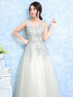 Long Prom Dresses 2017 Light Grey Party Dress Lace Applique Tulle Illusion Sleeveless Floor Length Occasion Dress