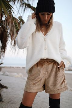 www.chonandchon.com - short sésames, gilet sézane, cuissardes H&M Denim Shorts Outfit, Ootd, Casual, Short Dresses, Knitting, My Style, Jeans, Outfits, Women