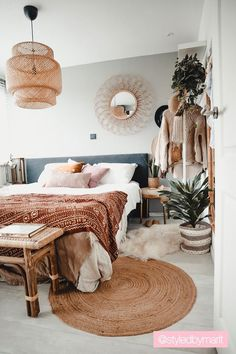 Bohemian Bedroom 175007135506279761 - Binnenkijker interieur slaapkamer – Bohemian Bedroom inspo Source by thegoldiehan Bohemian Bedrooms, Boho Room, Room Interior, Interior Design Living Room, Interior Designing, Neutral Bedroom Decor, Bedroom Decor Boho, Bohemian Bedroom Design, Bohemian Interior