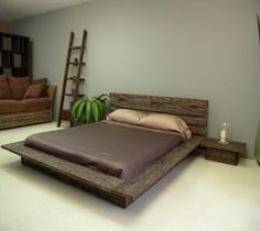 Would be awesome if this was made out of pallets :)