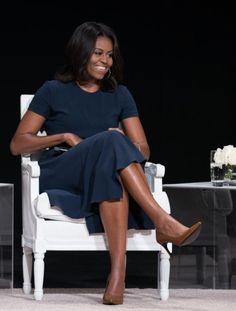 """Michelle Obama: """" nenhum rapaz, por mais bonito que seja, pode impedi-la de obter  sua educação """" http://angorussia.com/noticias/mundo/michelle-obama-nenhum-rapaz-por-mais-bonito-que-seja-pode-impedi-la-de-obter-sua-educacao/"""