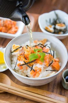 Ochazuke (Green Tea Over Rice). Warm and comforting homemade ochazuke with salted salmon rice cracker nori and mitsuba. Make it with green tea. Easy Japanese Recipes, Japanese Dishes, Asian Recipes, Ethnic Recipes, Chinese Recipes, Vietnamese Recipes, Mexican Recipes, Japanese Rice Bowl, Rice Recipes