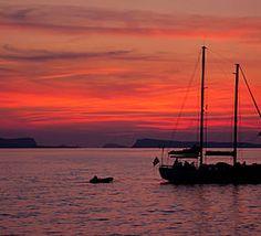 San Antonio,Ibiza Sunset, Spain. La otra cara de Ibiza, playas de Ibiza, rincones de Ibiza, paisajes de Ibiza, Cala Conta Ibiza, Ibiza isla blanca, sitios que visitar en Ibiza, Ibiza beaches, Ibiza white island, places to go in Ibiza.