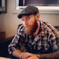 Tattoos, Sixpence, plaided shirt, and a big brown beard! Brown Beard, Big Brown, Attractive Men, Bearded Men, Men Casual, Beards, Sexy, Mens Tops, Shirts