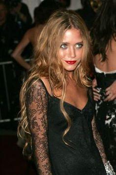 mary kate olsen hair, red lips, black lace dress, eye make up stunning