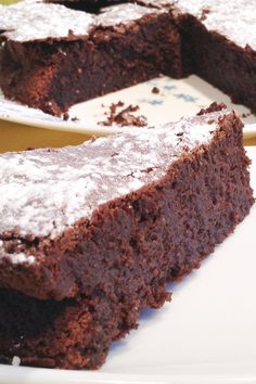 A keeper chocolate cake recipe is this one. A mouth-watering, divine, chocolate dessert that is clean and vegan and vegetarian. Can also be gluten free if you use gluten free baking mix. Super Moist Chocolate Cake, Eggless Chocolate Cake, Chocolate Zucchini Bread, Vegan Chocolate, Banana Bread, Divine Chocolate, Chocolate Chips, French Chocolate, Chocolate Stout