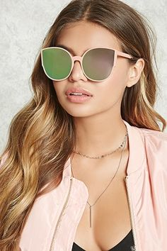 Fill your wardrobe with cutting edge women's clothing to keep you ahead of the curve. Forever 21 adds styles daily, so keep it fresh with our new arrivals!