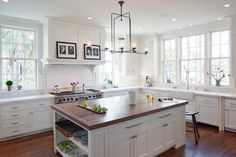 Traditional kitchen, no upper cabinets, windows galore and vintage lighting | Architecture: Historical Concepts | Interiors: Anne Parker Ballance | Photo: Richard Leo Johnson