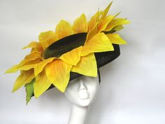 Giant sunflower hat, set on a black sinamay down brim. We also have a matching handmade sunflower bag in this design. Halloween House, Halloween Kids, Halloween Makeup, Halloween Costumes, Sunflower Accessories, Shrek Costume, Giant Sunflower, Flower Costume, Ascot Hats