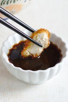 Chicken Katsu Chicken Katsu – Crisp chicken deep-fried and topped with tonkatsu sauce. This classic Japanese dish is easy to make and the whole family wil Chicken Katsu Sauce, Chicken Katsu Recipes, Chicken Cutlets, Breaded Chicken, Chicken Breasts, Fried Chicken, Sauce Recipes, Cooking Recipes, Tonkatsu Sauce