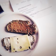 """Aus dem Leben eines Designers AKA #Nervennahrung ahoi AKA """"Gib mir Süßes und niemand wird verletzt"""" :-)     #WOWWednesday #Brainfood #weloveFood #weloveDesign #Sweets #Goodies #NeuroNosh #Officelife #behindthescenes"""