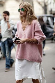 look pink oversized sweater street style