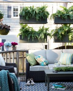 More and more homes are being built or remodeled to include outdoor living spaces. Explore fresh and creative outdoor patio ideas for this coming season. Decorate your outdoor patio with inspirational ideas. Privacy Plants, Privacy Screen Outdoor, Privacy Walls, Balcony Privacy, Backyard Privacy, Privacy Screens, Outdoor Balcony, Large Backyard, Small Patio