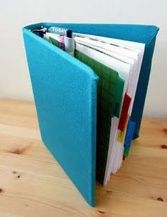 "DIY Planner [Tutorial] : use a 5""x8"" binder and cover with those stretchy book covers; this website also has links to FREE printable planner pages."