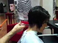 Fernando Cara muestra un corte de pelo para esta temporada y nos da una serie de consejos para esta primavera verano 2011. Marca tendencia. Fernando Cara, servicios de peluquería en Granada.
