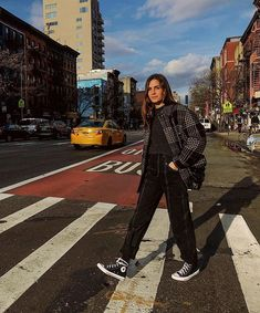 Emmanuelle Alt en 10 looks Edgy Outfits, Winter Fashion Outfits, Retro Outfits, Grunge Outfits, Cool Outfits, Suede Outfits, Gala Gonzalez, Emmanuelle Alt, Vogue Paris