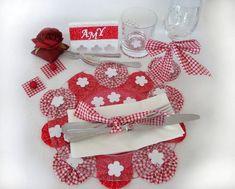 Tutoriel Yoyo flowers : fleurs en tissu : fabriquer une déco de table (Blog trouvé sur le tableau de Bettinaël)