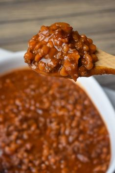 Best Ever Baked Beans are meaty, perfectly sweet and delicious! This will be the last baked bean recipe you'll ever need! Baked Beans Crock Pot, Canned Baked Beans, Best Baked Beans, Homemade Baked Beans, Baked Bean Recipes, Potato Side Dishes, Veggie Side Dishes, Food Dishes, Sunday Recipes