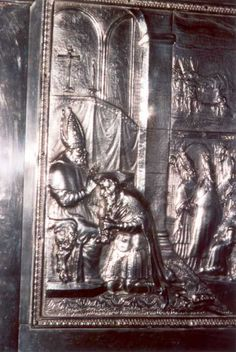 > 1700 (?). Zilverreliëf reliekschrijn. België, Brugge, Sint Salvatorkerk. Bonifatius dient piesterwijding toe bisdommen.