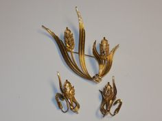 Vintage Gold Tone Pine Cone Brooch & Clip on by TabulousCreations