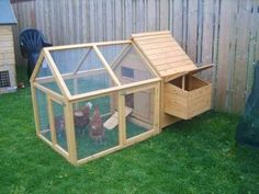 Chicken Coop - construire un poulailler Building a chicken coop does not have to be tricky nor does it have to set you back a ton of scratch. Backyard Chicken Coop Plans, Small Chicken Coops, Chicken Barn, Chicken Coop Run, Portable Chicken Coop, Chicken Coop Designs, Chicken Tractors, Building A Chicken Coop, Chicken Runs