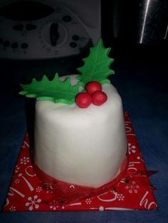 Mini Christmas cake Mini Christmas Cakes, Desserts, Food, Tailgate Desserts, Meal, Dessert, Eten, Meals, Deserts