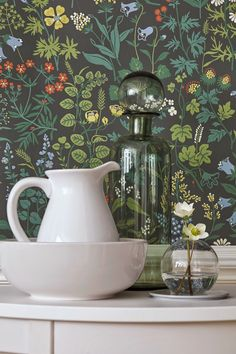 Flora by Boråstapeter - Charcoal - Wallpaper : Wallpaper Direct Wallpaper Online, I Wallpaper, Designer Wallpaper, Pattern Wallpaper, Green Wallpaper, Floral Vintage, Vintage Flowers, Botanical Wallpaper, Botanical Prints
