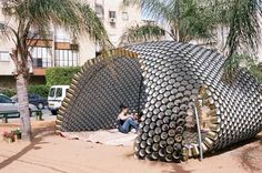 Bat-yam Cans Pavilion This cans pavilion was made during the Bat-Yam International Biennale of landscape urbanism in Israël. Here the description this concept Earthship, Recycled Art, Recycled Materials, Architecture Metal, Pavilion Architecture, Architecture Models, Landscape And Urbanism, Recycle Cans, Casamance