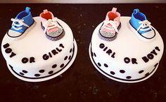 Boy or Girl Cake! La mejor manera de contarle la sorpresa a los futuros abuelos! #genderreveal #cake #pastel #babyboy #babygirl #bebe #fondantcake #pastelfondant #pasteldefondant #instacake #cakestagram #fondant #fondantart #sneakers #cakeboxgdl #gdl
