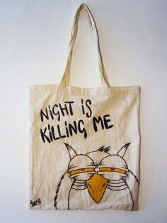 """Bolsa """"Night is killing me"""". 100% algodón de 36x36cm, pintada a mano con pintura y rotulador textiles."""