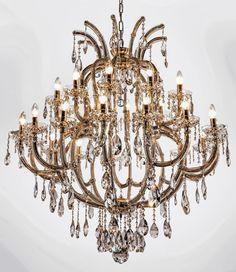 Lustre Linz, no estilo Maria Theresa, com 25 braços (15 + 10). Fabricado em latão com acabamento brilho, mede 110cm de diâmetro x 110cm de altura. Pode ser produzido em outros tamanhos. Foram utilizados cristais ASFOUR (Egito - 30% PbO) e as gravatinhas que unem os cristais são banhadas a Ouro 24K.  #lustre #lustredecristal #chandelier #crystalchandelier #mundodasluminarias