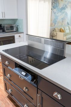 Hacks to Organize and Make Your Kitchen Flow Better Amazing Telescoping Downdraft Venting system for stove tops!Amazing Telescoping Downdraft Venting system for stove tops! Kitchen Island With Cooktop, Island Cooktop, Kitchen Stove, New Kitchen, Stove Top Island, Counter Top Stove, Stove Vent, Island Range Hood, Rustic Country Kitchens
