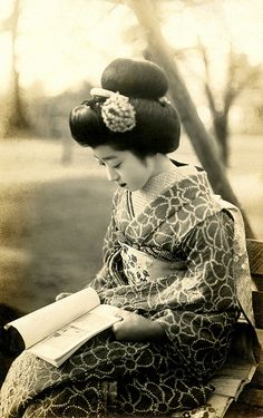 The maiko Hiroko of Gion Kobu reading a book. This vintage picture was taken around 1920's. Hiroko became geiko around the early 1930's.