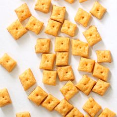 HOMEMADE CHEEZ-ITS CRACKERS, filled with real cheddar cheese and baked to a crisp, are even better than the store-bought crackers. Homemade Cheez Its, Homemade Crackers, Homemade Cheese, Homemade Crisps, Snacks Homemade, Homemade Recipe, Easy Snacks, Yummy Snacks, Snack Recipes