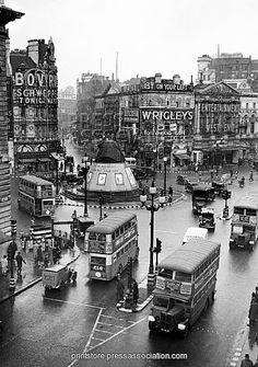 London Landmarks - Piccadilly Circus - 1939