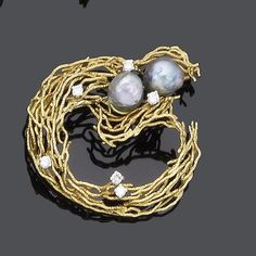 A cultured pearl and diamond brooch, by Andrew GRIMA of abstract openwork design, w/ 2 cultured baroque pearls of grey tint and brilliant-cut diamond detail, diamonds approx. 0.50ct. total, signed Grima (hva)