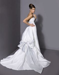 Image from http://fashionbride.files.wordpress.com/2009/05/collezione_r1_c10_f411.jpg.