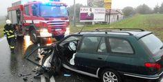 V úterý ráno vyjeli hasiči ze Slovan za Losinou k dopravní nehodě dvou osobních aut. V jednom z vozidel zůstala zaklíněná řidička. Hasiči jí nasadili krční límec a pomocí hydraulického zařízení ji z vozidla vyprostili. Řidič druhého vozidla si stěžoval na bolesti. Oba odvezla záchranka do nemocnice. Komunikace byla po dobu zásahu neprůjezdná, doprava probíhala po objízdných trasách.
