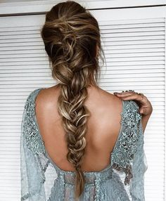 80 pretty braid hairstyles you should try now fishtail braid hairstyles hairstyle ideas updo messy updohairstye ponytail hairdown longhairstyle so funktioniert der messy fishtail braid Pretty Braided Hairstyles, Fishtail Braid Hairstyles, Romantic Hairstyles, Box Braids Hairstyles, Hairstyle Ideas, Fishtail Braid Wedding, Messy Fishtail Braids, Hairstyle Tutorials, Messy Braids