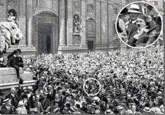 1914 - Un giovane Hitler esulta per linizio della Prima Guerra Mondiale. 1914 - A young Hitler exults for the beginning of the First World War. Nikola Tesla, Rare Pictures, Rare Photos, Famous Photos, World War One, First World, Joe Masseria, Photos Rares, Rare Historical Photos