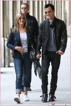 Jennifer Aniston in a classic blue blazer, dark boyfriend jeans and white 2750 Supergas to top of the crisp look!