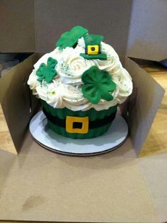 Cute St. Patricks Day cake.#jametastic