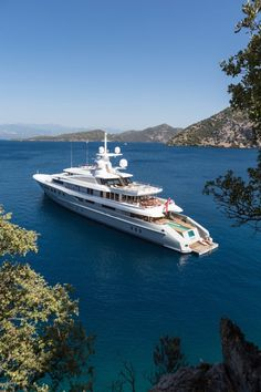 Luxury Yacht AXIOMA, 72 m, faucet Le 11 by Alberto Pinto by THG Paris