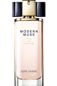 Modern Muse Estée Lauder perfume -new fragrance for women 2013. Perfumer Harry Fremont. Dual composition: sparkling jasmine (which symbolizes femininity) and sleek woods (representing strength). The first accord, accord of jasmine, blends exotic notes of mandarin, tuberose, fresh lily, honeysuckle, dewy petals, Sambac jasmine and Chinese Sambac jasmine absolute. The sleek woods accord combines two types of patchouli, Madagascar vanilla, amber wood and soft musk.